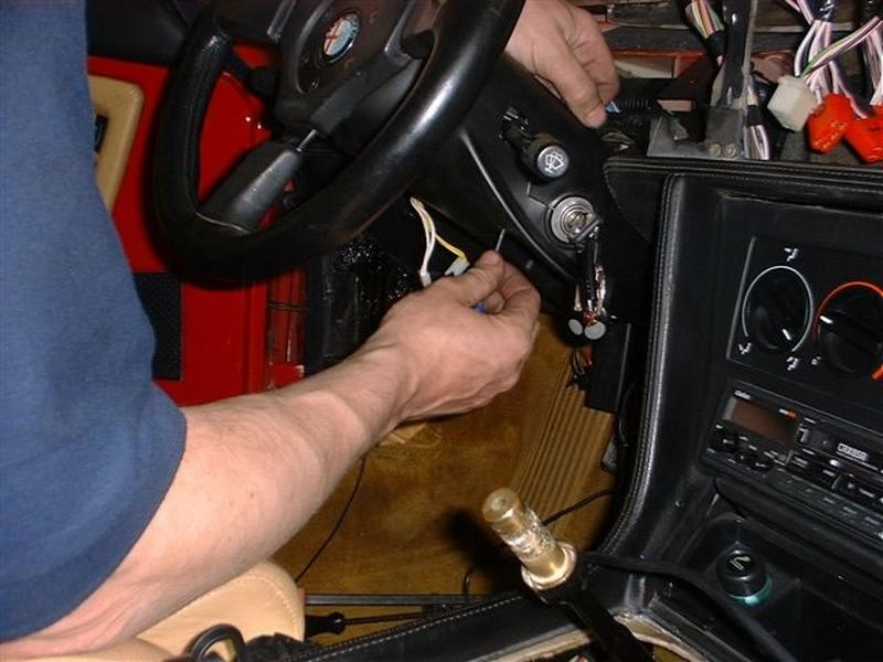 <p>Loosen off dash retaining bolts, x2 at each end, unscrew steering column shroud and loosen steering column adjustment pin.