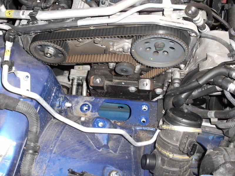 <p>Suport the engine carefully from below and then remove the engine mounting