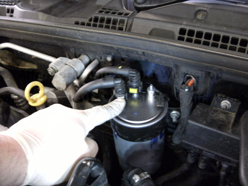 How To Replace The Fuel Filter On An Alfa Romeo Brera Or 159rhalfaworkshopcouk: Fuel Filter Replace At Gmaili.net