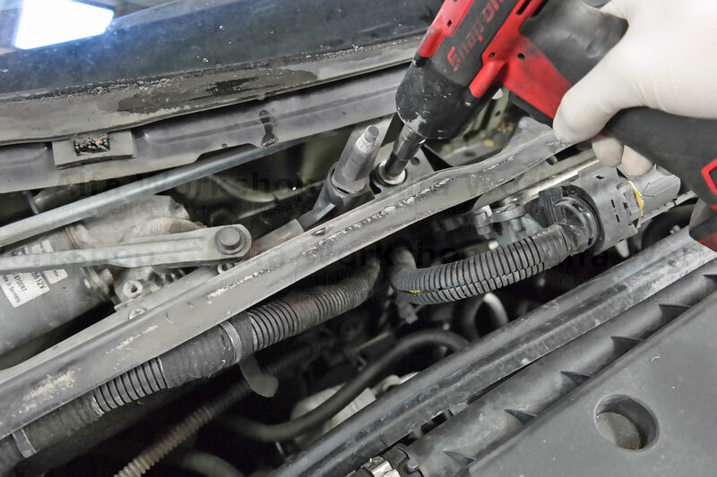 <p>Undo the two 10mm securing bolts on the wiper linkage.