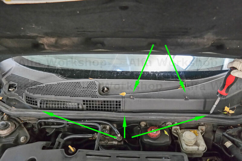 <p>Remove the other x5 T20 (Torx) screws securing the scuttle.