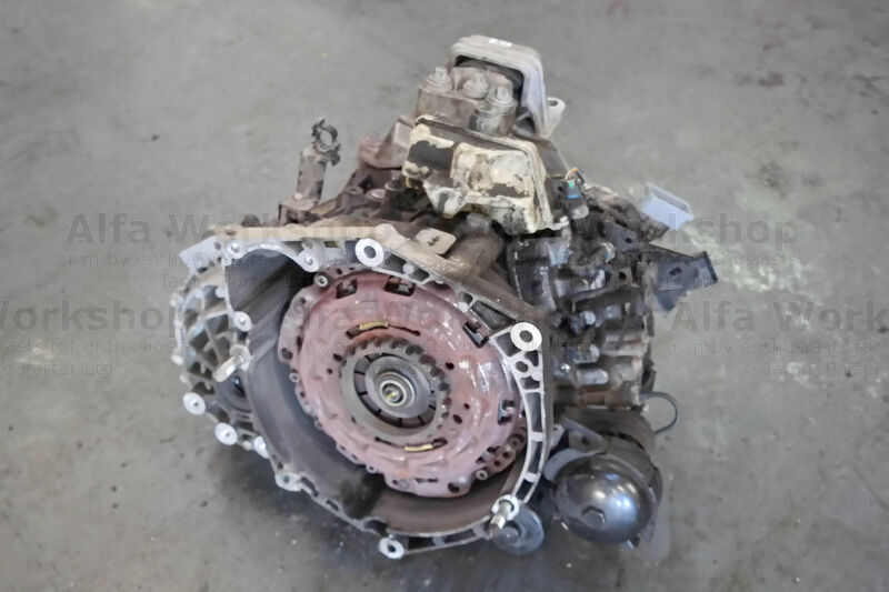 <p>Now the clutch is exposed.