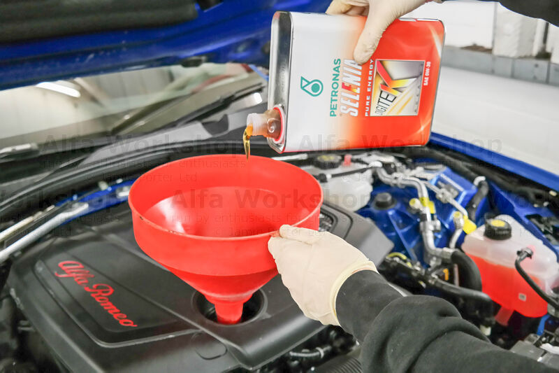 <p>....top up with about 5.2 litres of the recommended engine oil and replace the filler cap.