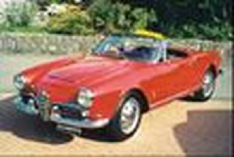 <p>This is a 101 Giulia Spider, note chrome strip goes <strong><em>across</em></strong> the bonnet