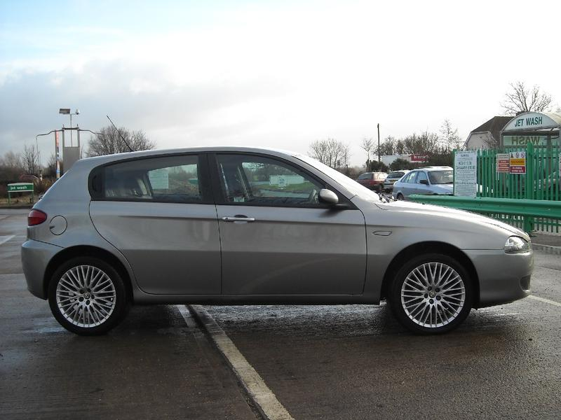 ALFA ROMEO 147 1.9 JTD 120CV 5p. Distinctive - In ...