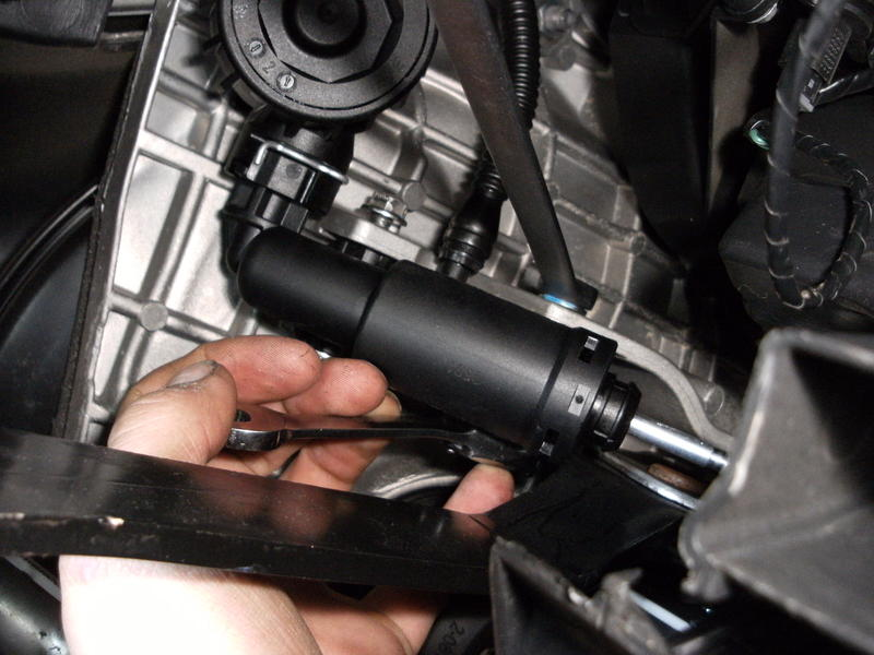 Replacing the clutch master cylinder on an Alfa 159 or Brera